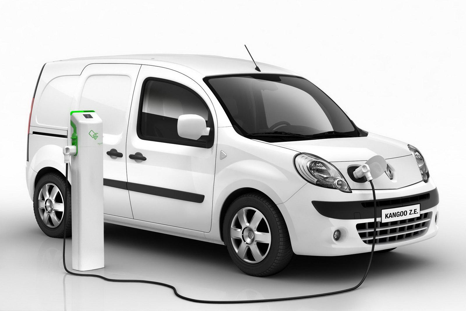 la marque renault offre deux voitures lectriques au pape presse auto. Black Bedroom Furniture Sets. Home Design Ideas